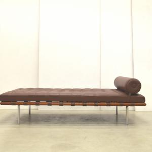 Mies van der Rohe Barcelona Daybed Knoll Interior Aksel