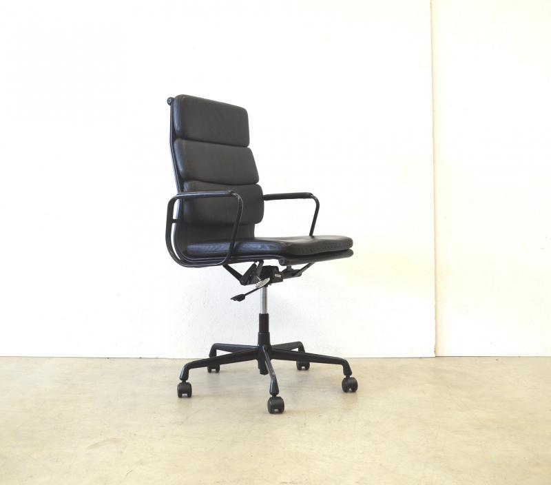 Vitra EA219 Soft Pad Chair Black Edition